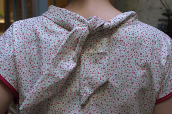 noeud blouse à fleurs